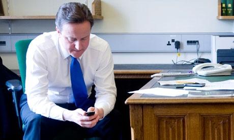 David-Cameron-writes-text-008